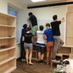 Kolik studentů ČVUT je potřeba na namontování jednoho whiteboardu?